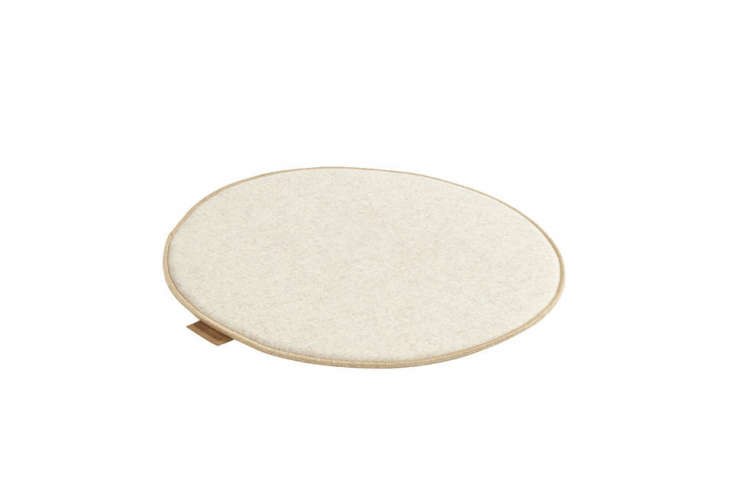 the low profilemaria seat pad has a finished edge and is available as in both 19