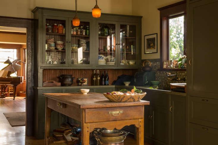 alice waters&#8\2\17;s berkeley kitchen. 18