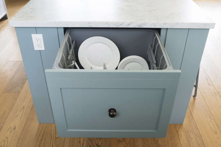 A Fisher & Paykel Dishwasher Drawer is installedin one end of the island, near the sink.