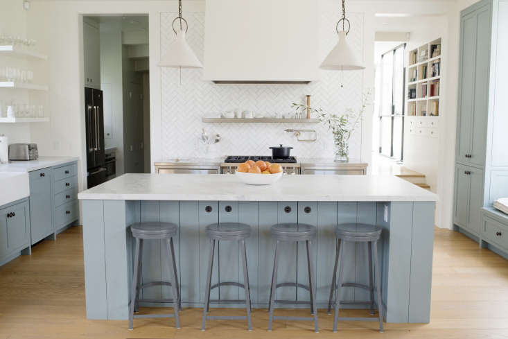 The kitchen opens ontothe living/diningarea.