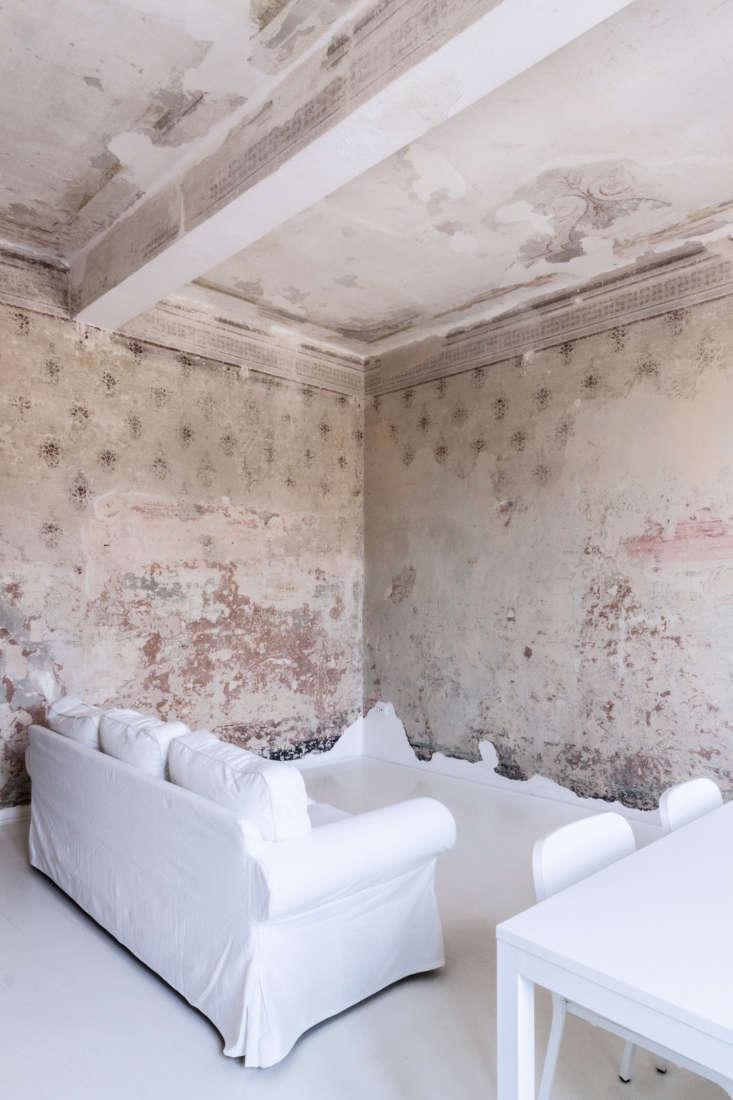 living room italy apartment scraped wallpaper walls archiplan studio