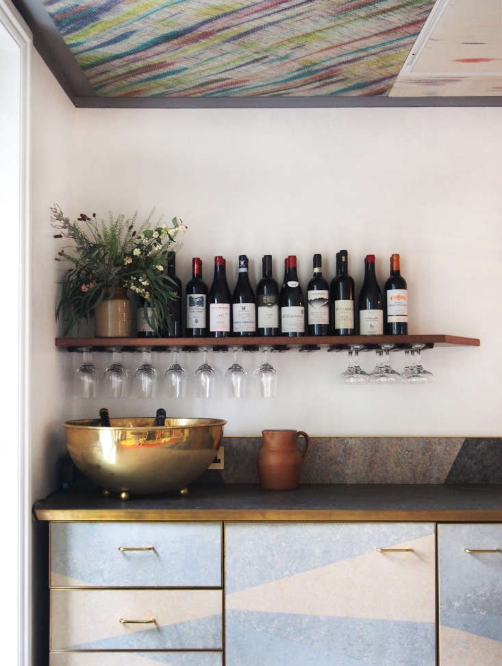 Brass cabinet pullsadd a touch of glamour.Photo by Anabel Navarro Llorens.