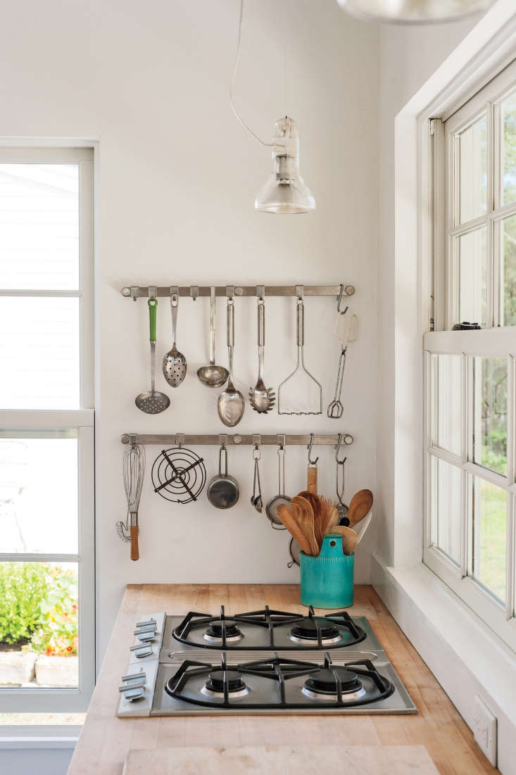 Hanging kitchen utensils in Sheila Narusawa&#8