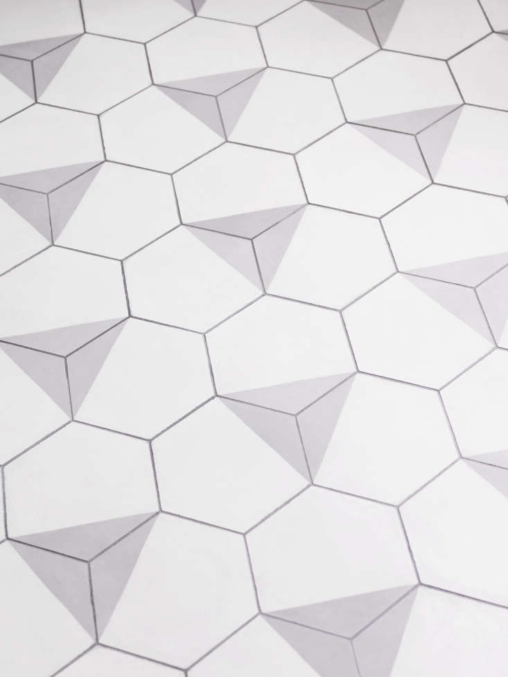 The tiles are overlaid with gray triangles and &#8