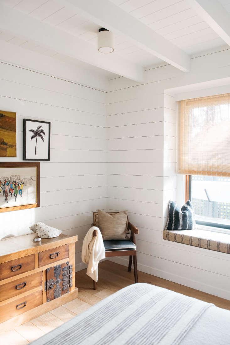 a low key hawaiian bedroom, courtesy of shiplap paneling. seea vintage hawaii 18
