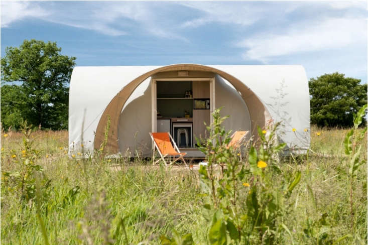 Another Glampinghub find, this tent near the Tuscan coast takes a more modern approach to tent design.