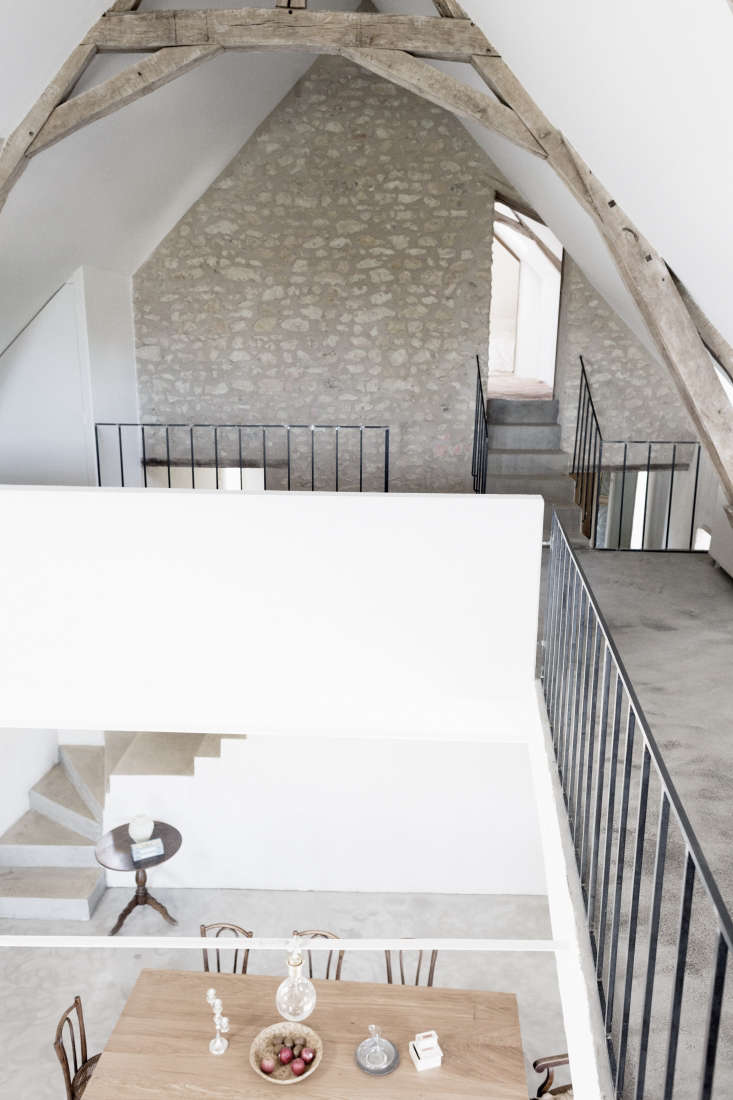 on the mezzanine, the simple, lightweight detailing of the metal rails contrast 13
