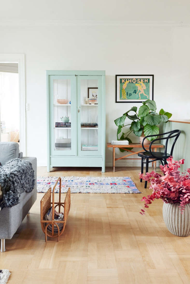 A mint green hutch links the living area to the kitchen.