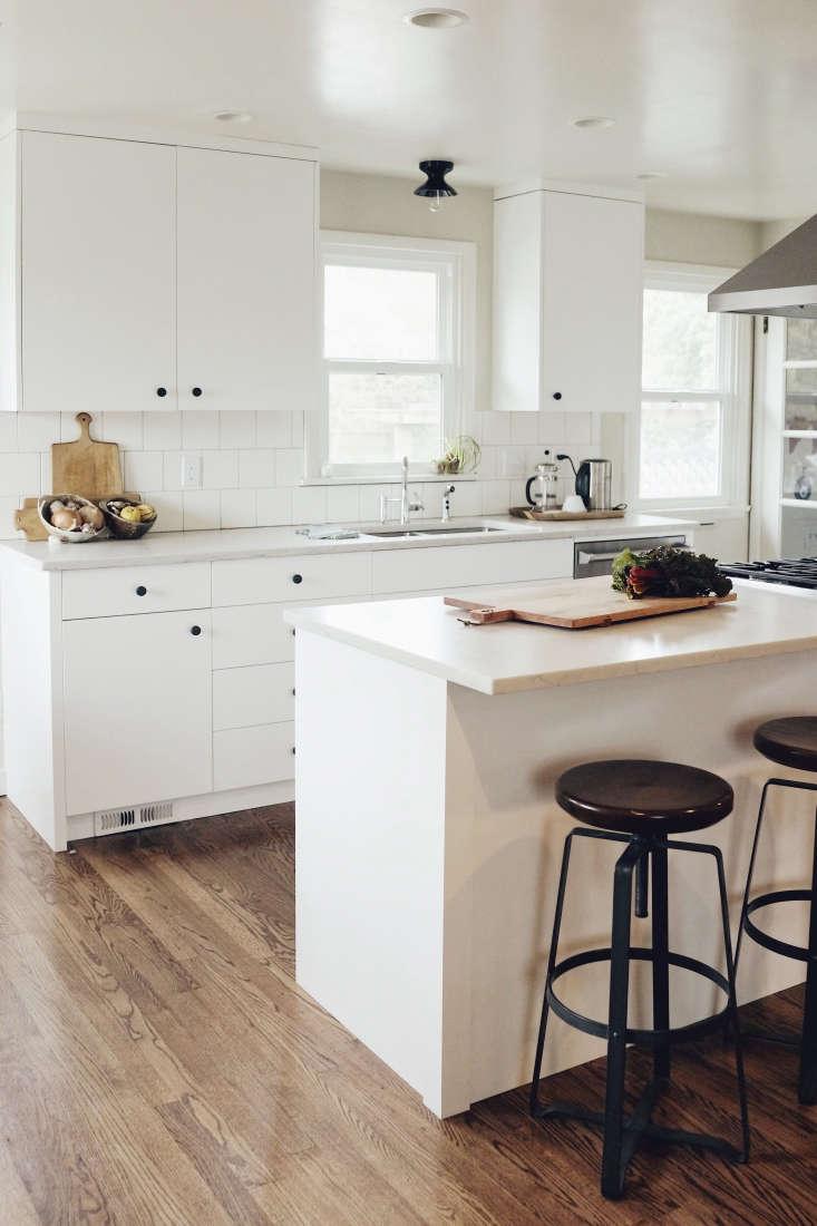 white seattle kitchen black hardware