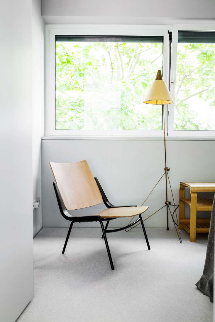The guest room has a 67 chair by Ton, a Czech company founded by Michael Thonet. The copper standing lamp is a fifties piece by Czech designer Josef Hurka.