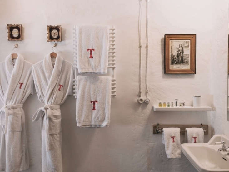 The monogrammed towels and robes are from Toallas y Alborncoes.