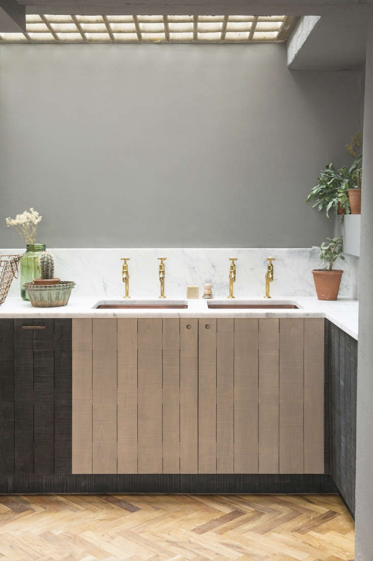 Twin copper sinks feature Mayan Aged Brass Faucets made by Perrin & Rowe for deVOL: See The Perfectly Aged Kitchen Faucet. Unlike most deVol components, they&#8