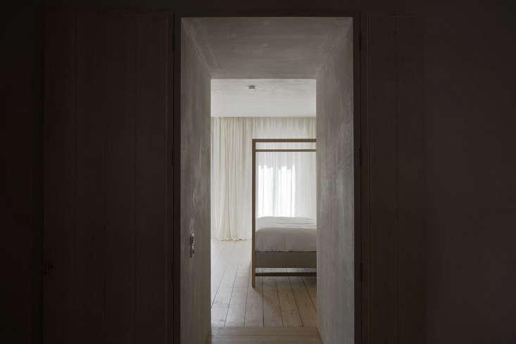 entrance to hallway white plaster bedroom portugal