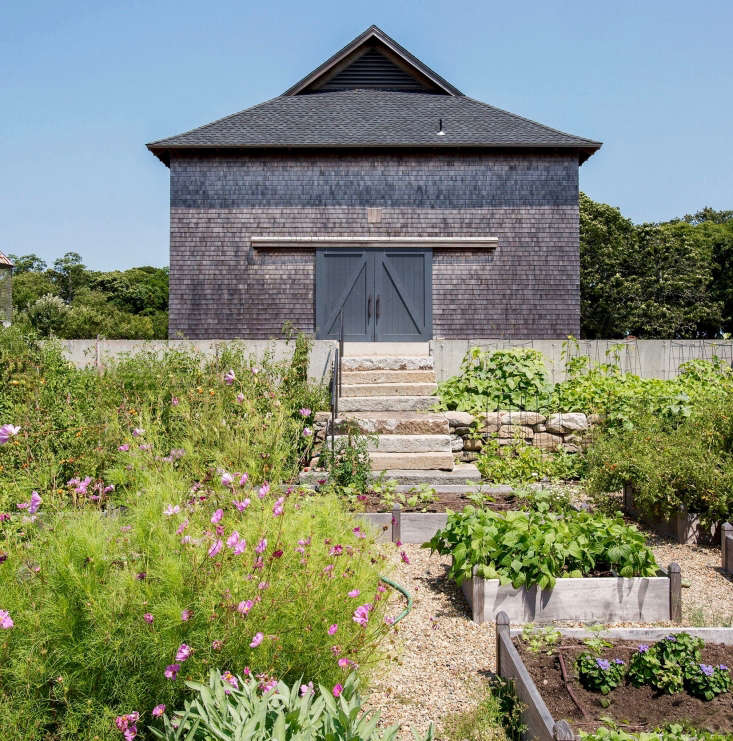 Trending on Gardenista Holiday Weekend A couple uproots to a picturesque dairy farm on Martha&#8\2\17;s Vineyard; seeHomestead Act: A Family Trades City Life for a Farm.