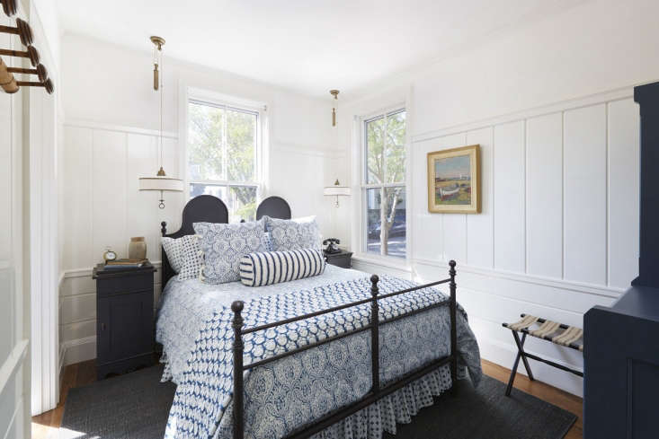 Greydon House A Seafarers Inn with Maritime Finds on Old Nantucket In the guest rooms, Roman &Williams scalloped the backs of custom beds, set vintage phones on the nightstands, and grooved the paneling in a nod to cabin walls inside seaworthy ships.