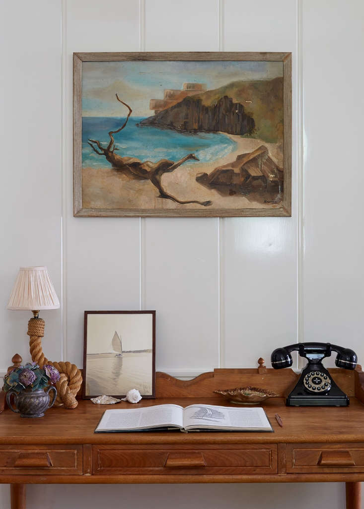 Greydon House A Seafarers Inn with Maritime Finds on Old Nantucket Marine themes—knotted ropes, seashells, images of sailboats and watery horizons—tie together the guest rooms and public spaces.