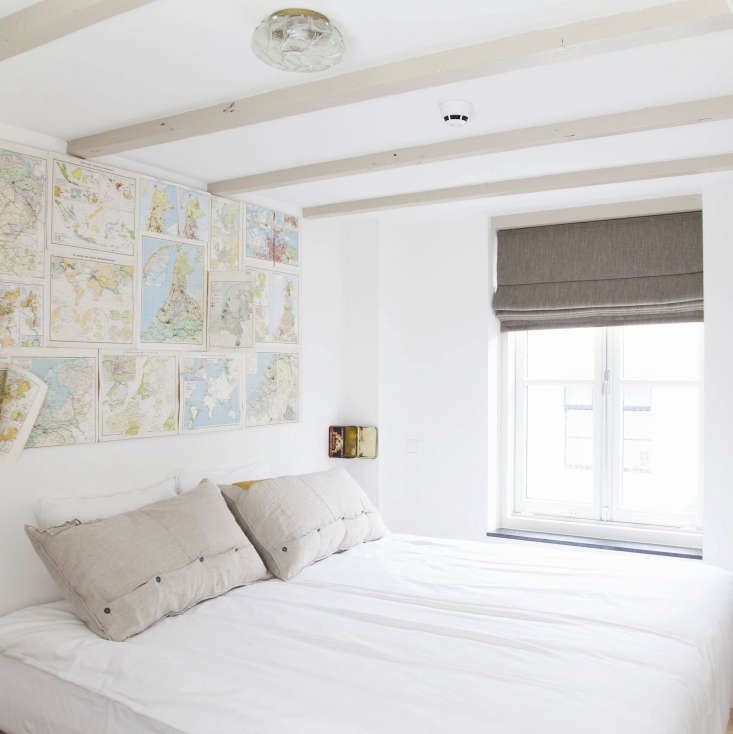 Vintage maps form an instant headboard at Hello I&#8