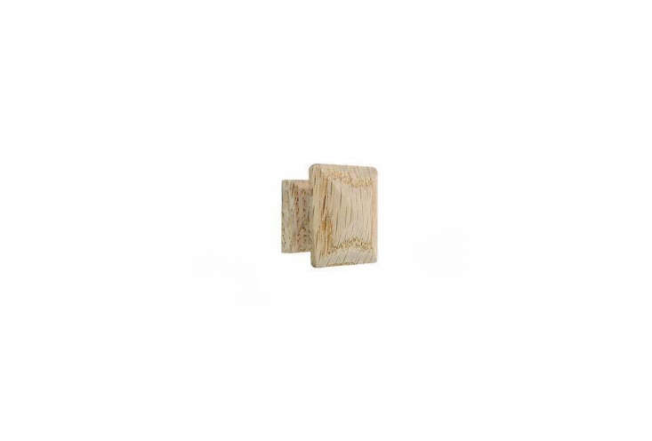 The wood cube knobs on the closet are also from Liz&#8