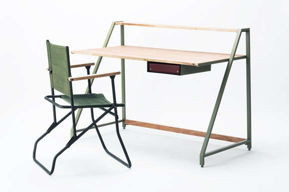 Lodge Furniture for the Urban Rustic from SNARK Japan Also shipped flat, Lodge&#8\2\17;s Steel Series Desk has an adjustable wooden desktop;¥48,600 (\$437.40).