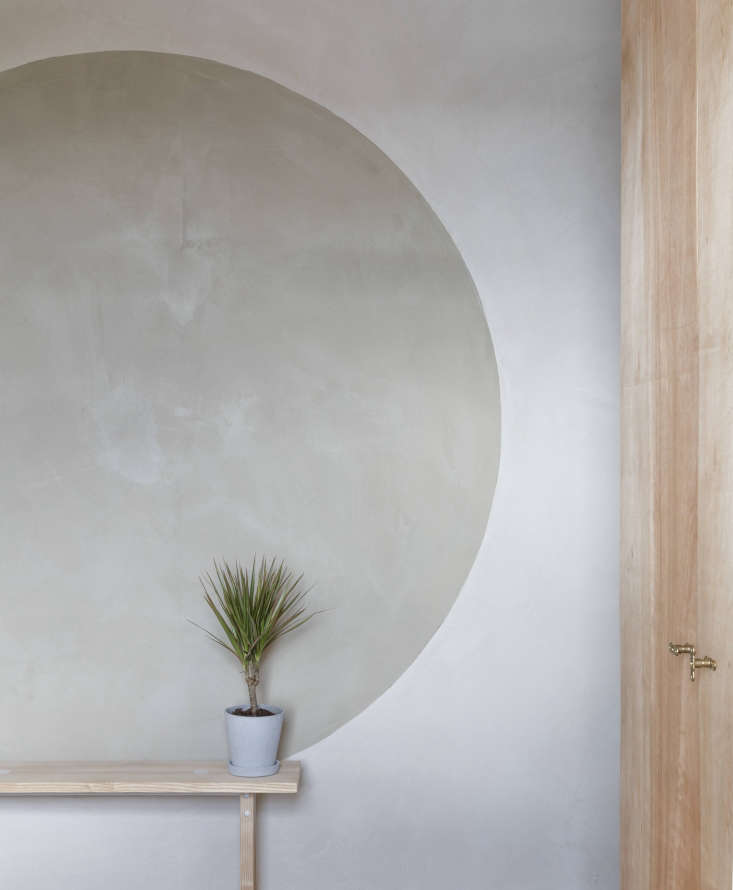 In his own London home, architect Simon Astridge used clay plaster from Clayworksof Cornwall. &#8