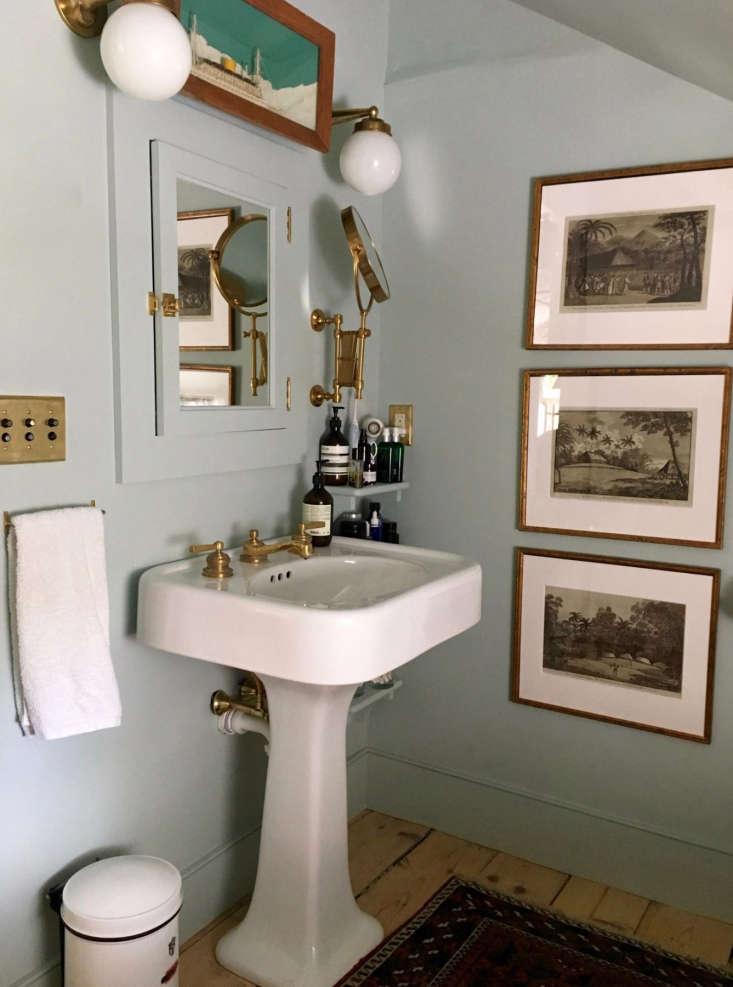 amateur bath blue walls pedestal sink