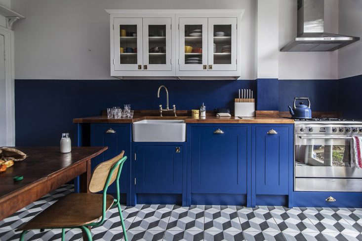 Another kitchen by British Standard with a colorblock effect, painted in Deep Space Blue from Little Greene.