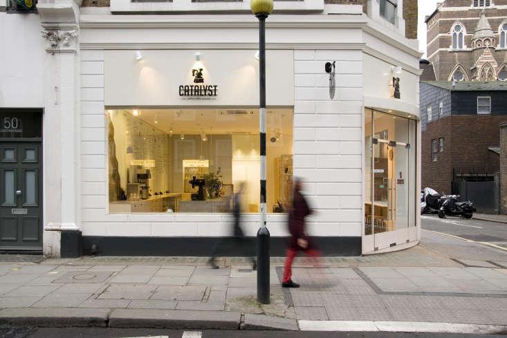 the café&#8\2\17;s simple exterior belies the mix of materials inside. des 9