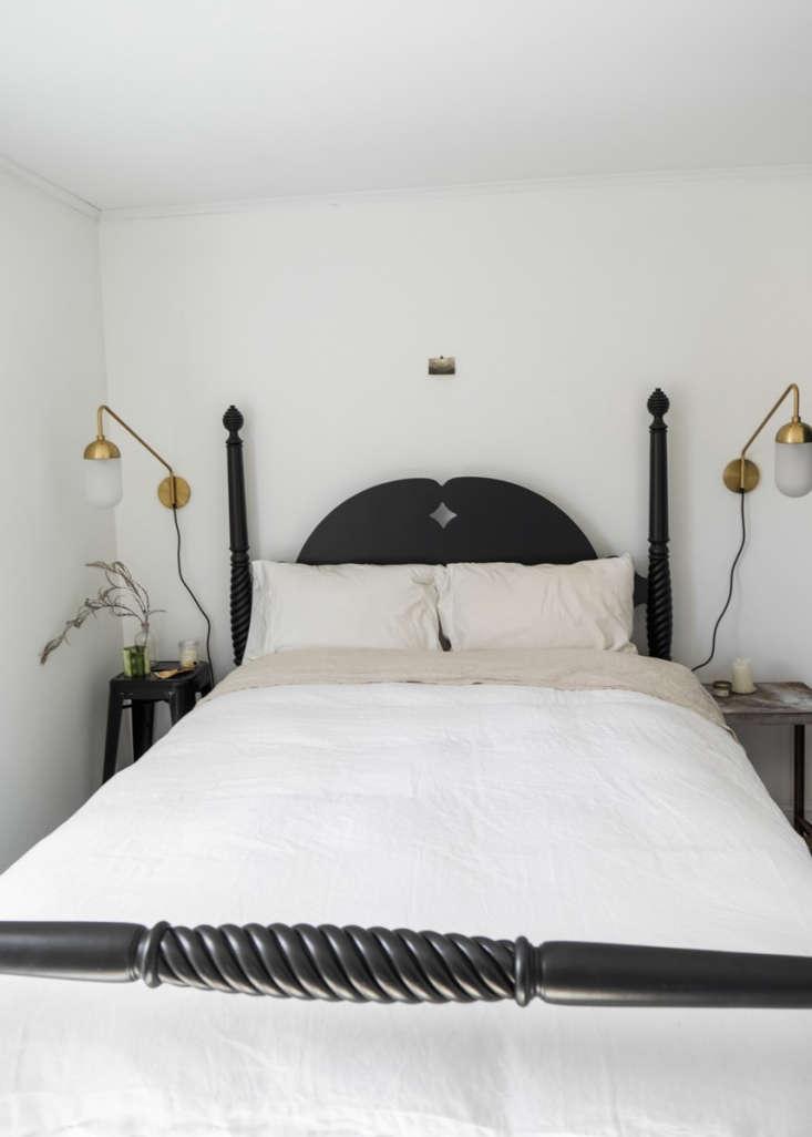 farmhouse noir in the bedroom. 20