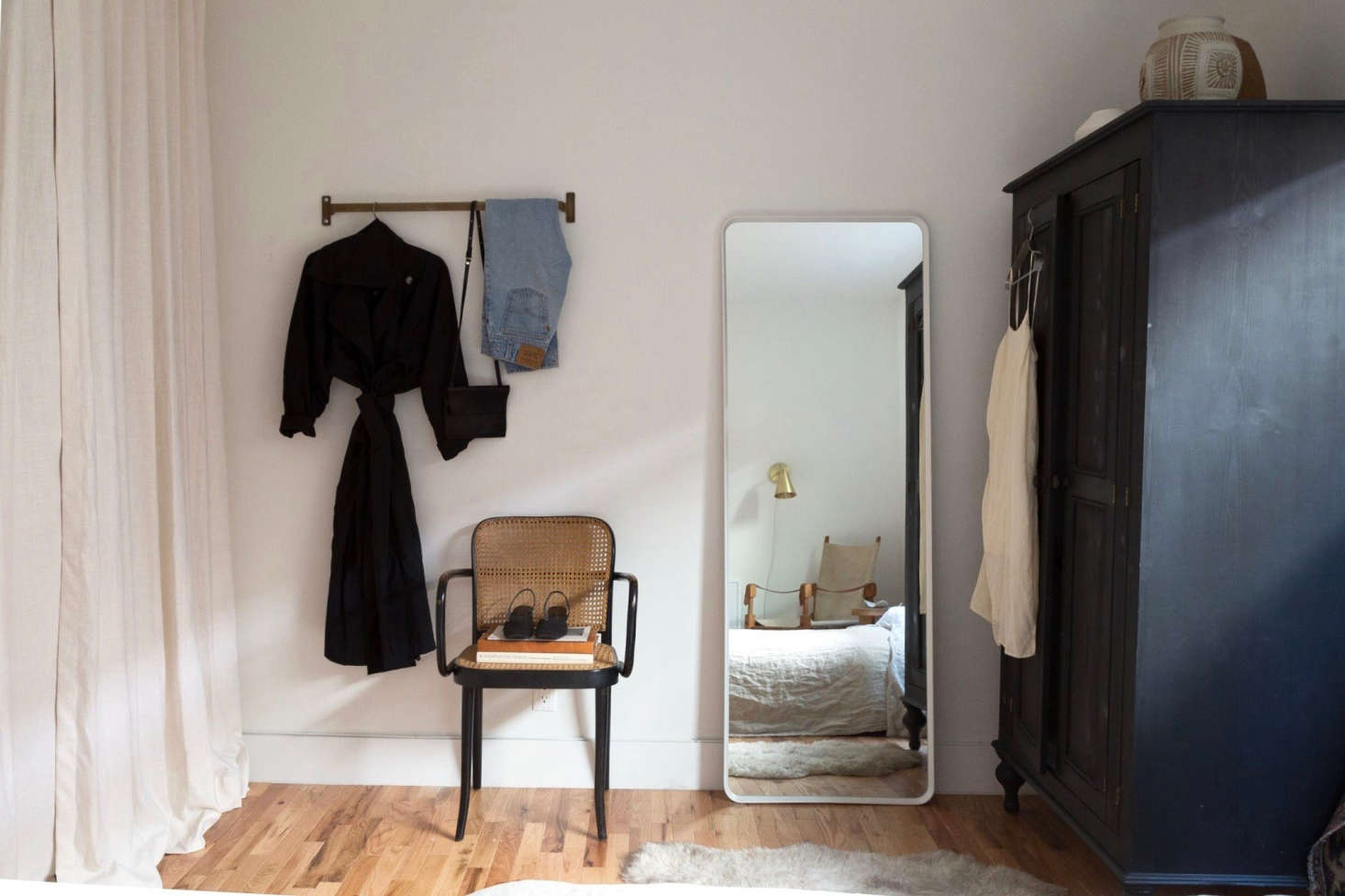 An oversized wardrobe in Geffen&#8