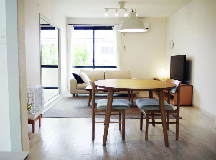 a sparse dining room.living with fewer things cuts down on cleaning time, sas 10
