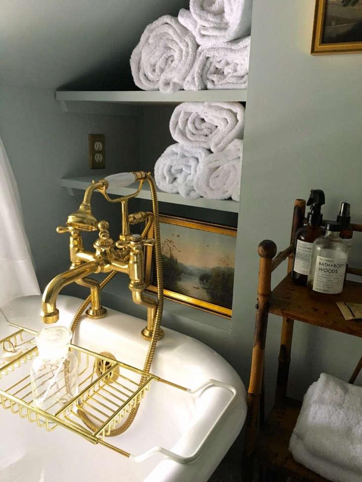 Best Amateur Bathroom Juliet Feehans Hudson Valley Farmhouse Bath portrait 3_15
