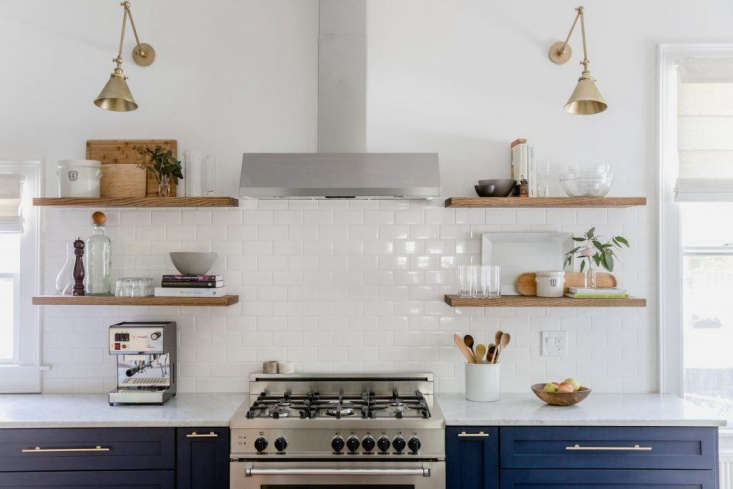 Trend Alert The Cult of the Blue Kitchen 10 Favorites A finalist in our Considered Design Awards, Heidi Lachapelle&#8\2\17;s kitchen in Portland, Maine, features cabinets painted inNaval from Sherwin Williams.