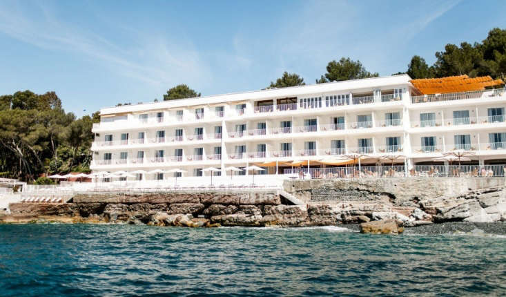 The grand 50s-era hotel is perched on the rocky coast: &#8