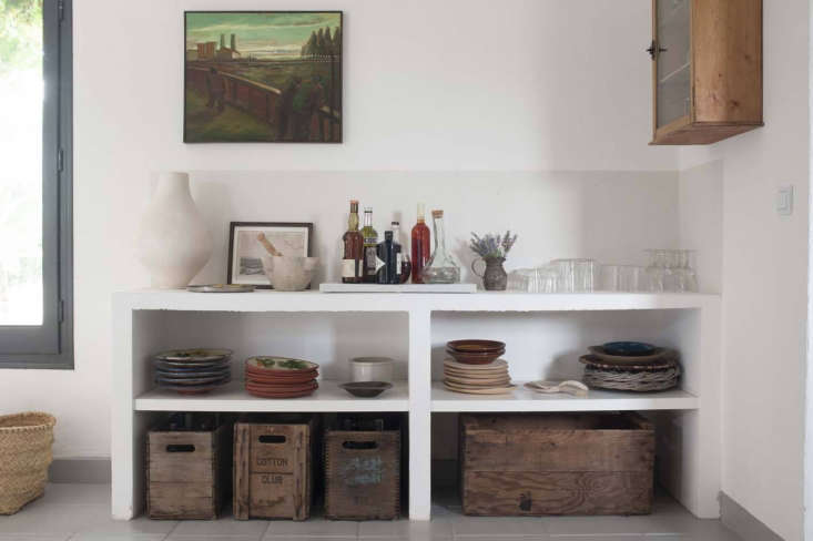 built in shelves hold dishes (and an ad hoc bar) in this week&#8\2\17;s mos 9