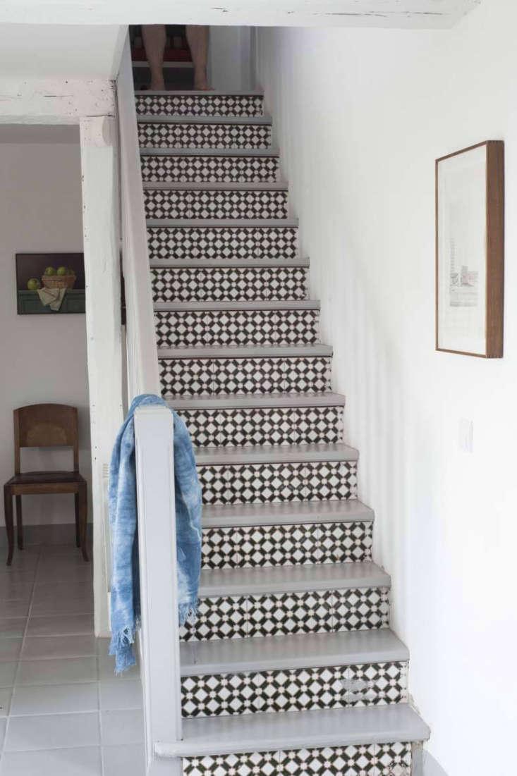 tiled stair risers at mas maroc, amanda pays corbin bernsen farmhouse in the so 17