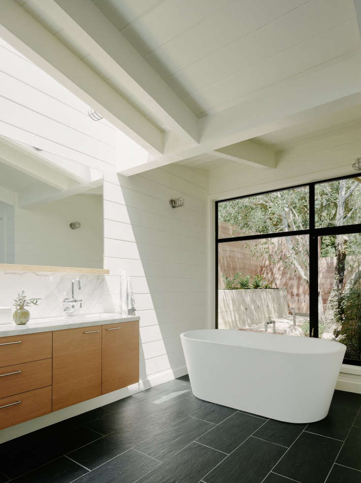 Photograph fromCalifornia Idyll: A Pitched-Roof Midcentury Revival with Dramatic Valley Views.