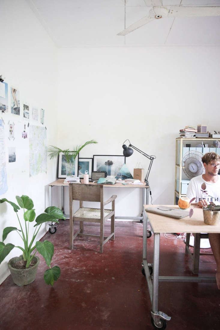 petter designed the office&#8\2\17;s metal and wood rolling desks and had t 17
