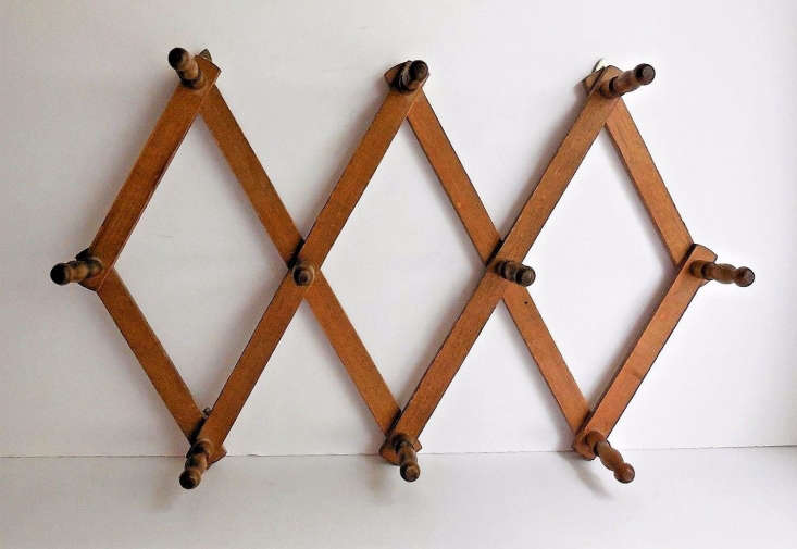 This Vintage -Peg Accordion Rack, approximately loading=