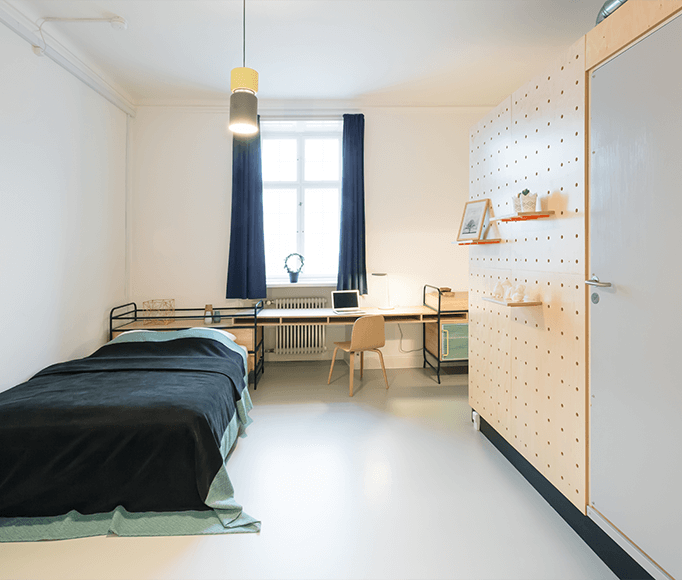11 HostelStyle Lodges for the New International Nomad BaseCamp Copenhagenoccupies a grand \177\1 former barracks across from the Rosenborg Castle gardens with \2\16 irregularly shaped rooms.