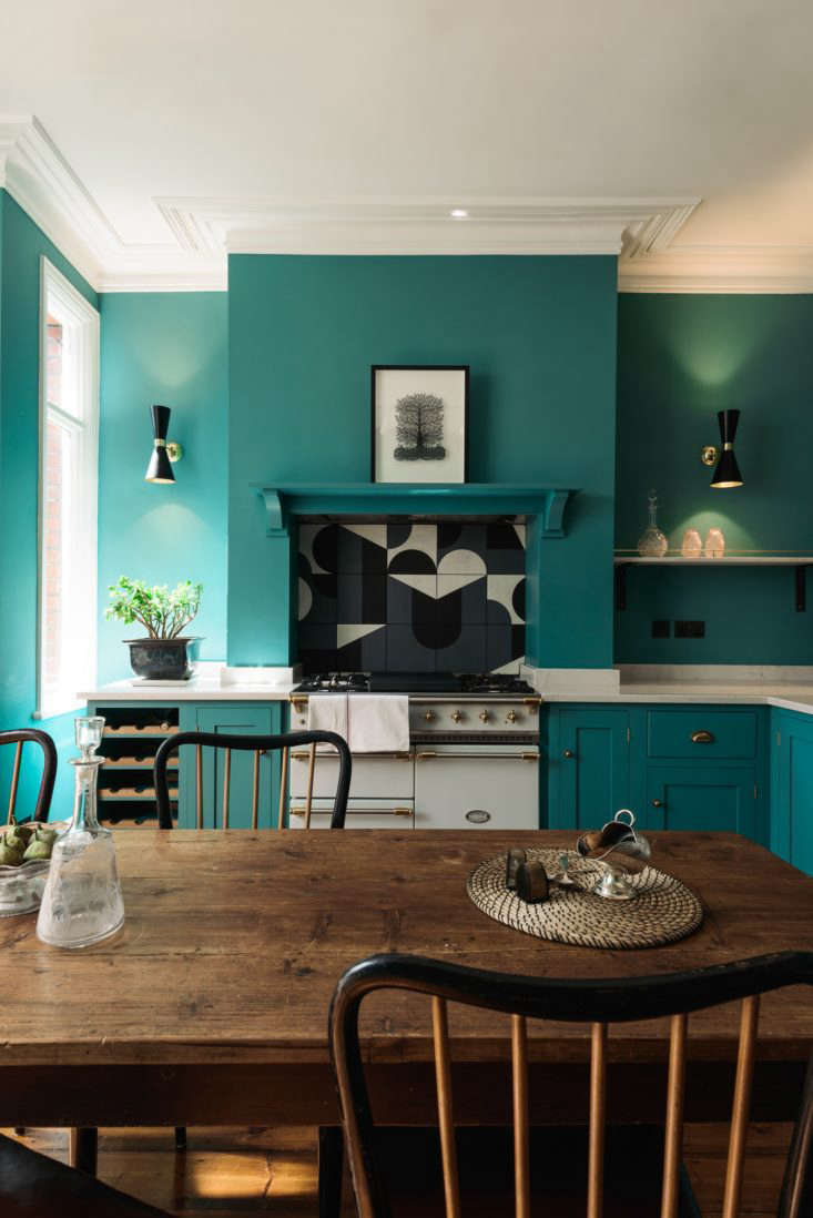 Since they were starting from scratch, van Winden suggested the couple install a deVol kitchen. The UK company makes classic wooden cabinetry and, not coincidentally, specializes in Shaker Kitchens.
