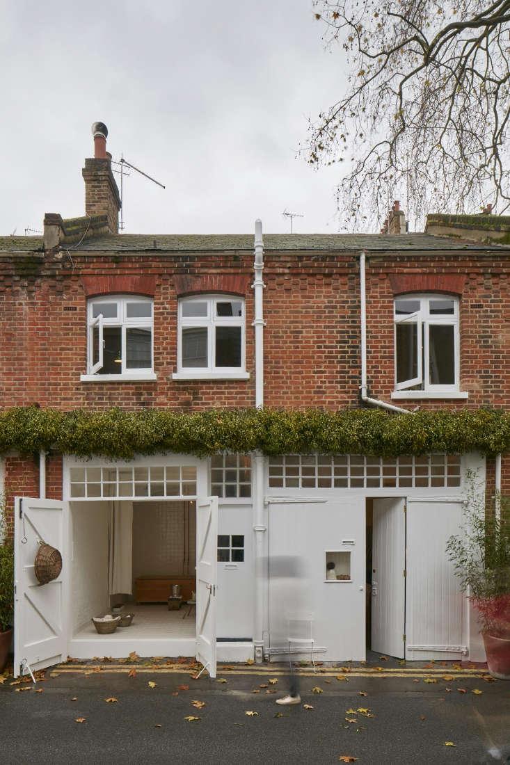 Photograph byJames Brittain, courtesy of Jonathan Tuckey, fromAn Urban Hut in London by Jonathan Tuckey for an Under-the-Radar Design Doyenne.