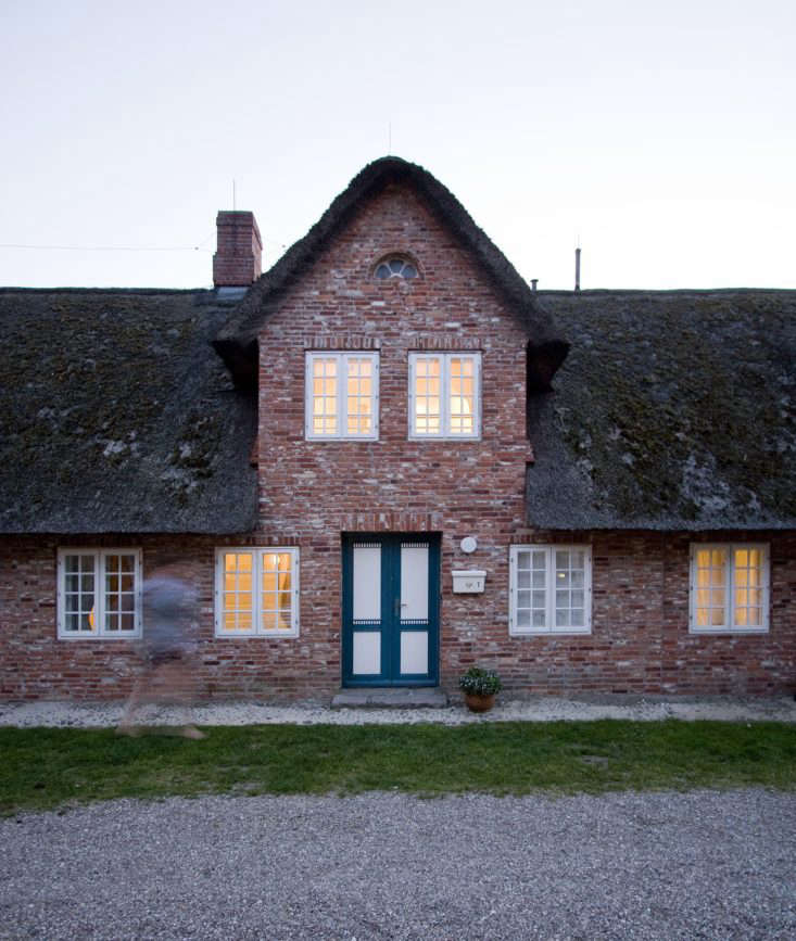The farmhouse is in the traditional Frisian style, thatched roof included.