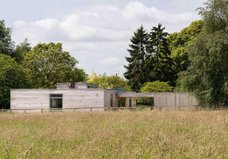for readers near suffolk, england, architect john penn's beach house on shi 10