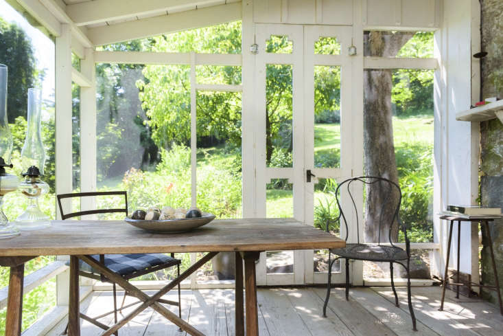 Both the Remodelista and Gardenista editors have been admiring the charming stone and clapboard house of a New York artist, now on the market. Take a look at the gardens inA Life Lived Fully: Artist and Photographer Judy Tomkins in Sneden's Landing, NY.