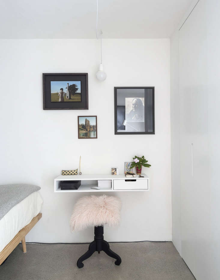 The requisite office space is behind the shelving divider in the &#8