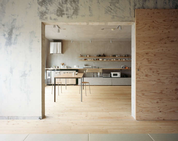 The apartment is characterized by accidental beauty: After stripping wallpaper the architects discovered the gray wall marking but left the patina as a feature rather than covering it up.