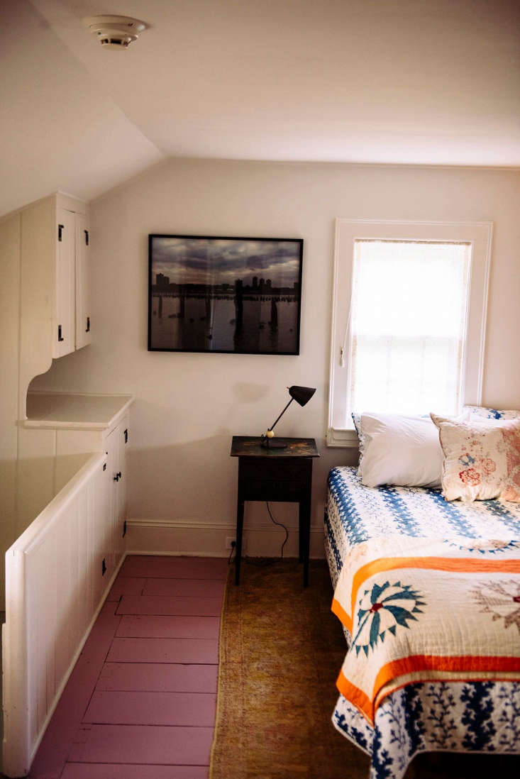 the bedroom off the back stairs has a blue and white les indiennesesme/brigit 20