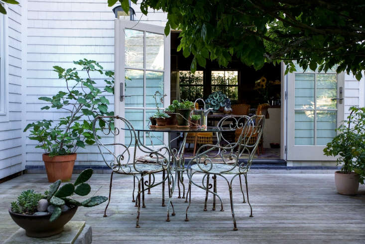 Trending on Gardenista Design Secrets Justine visitsa historic captain's home and guest house, transformed, inBefore & After: A New Cape Cod Garden for the Old Homestead in Provincetown(terracotta pots of Cannabis included).