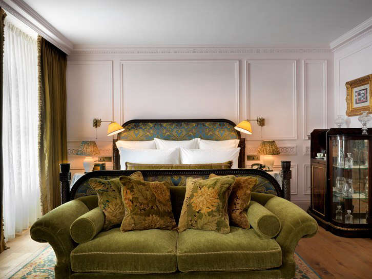 the guest rooms feature period architectural detailing with a \19\20s and \1930 9