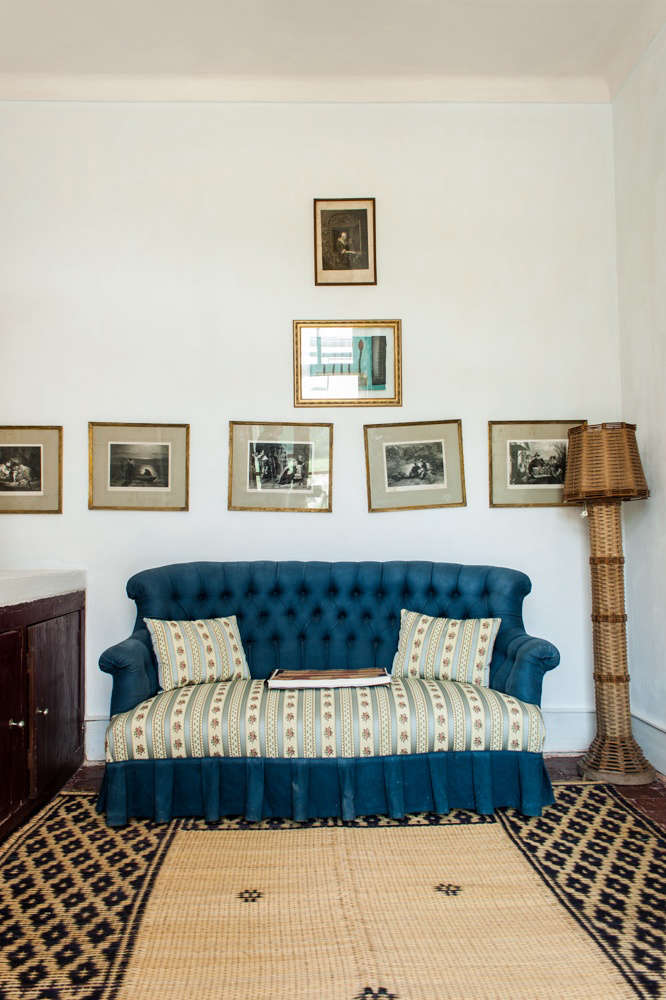 Artful mismatch and a woven lamp in a blue-toned suite.